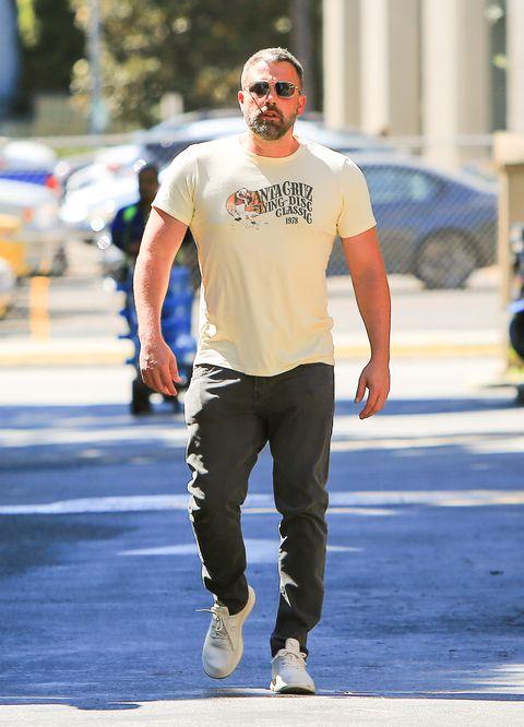 Ben Affleck Shows Off His Muscular Upper Body - WSTale.com