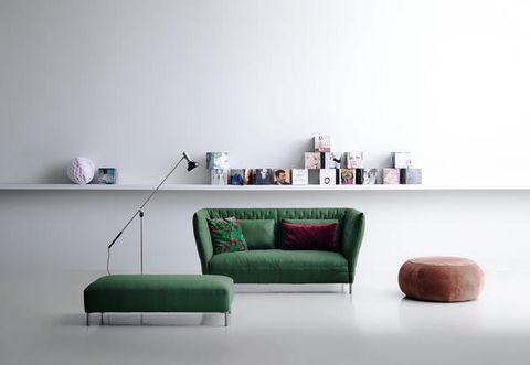 Poltrone e divani tutte le idee arredo viste al salone for Divani a elle misure