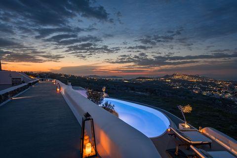 carpe diem santorini infinity pool at sunset
