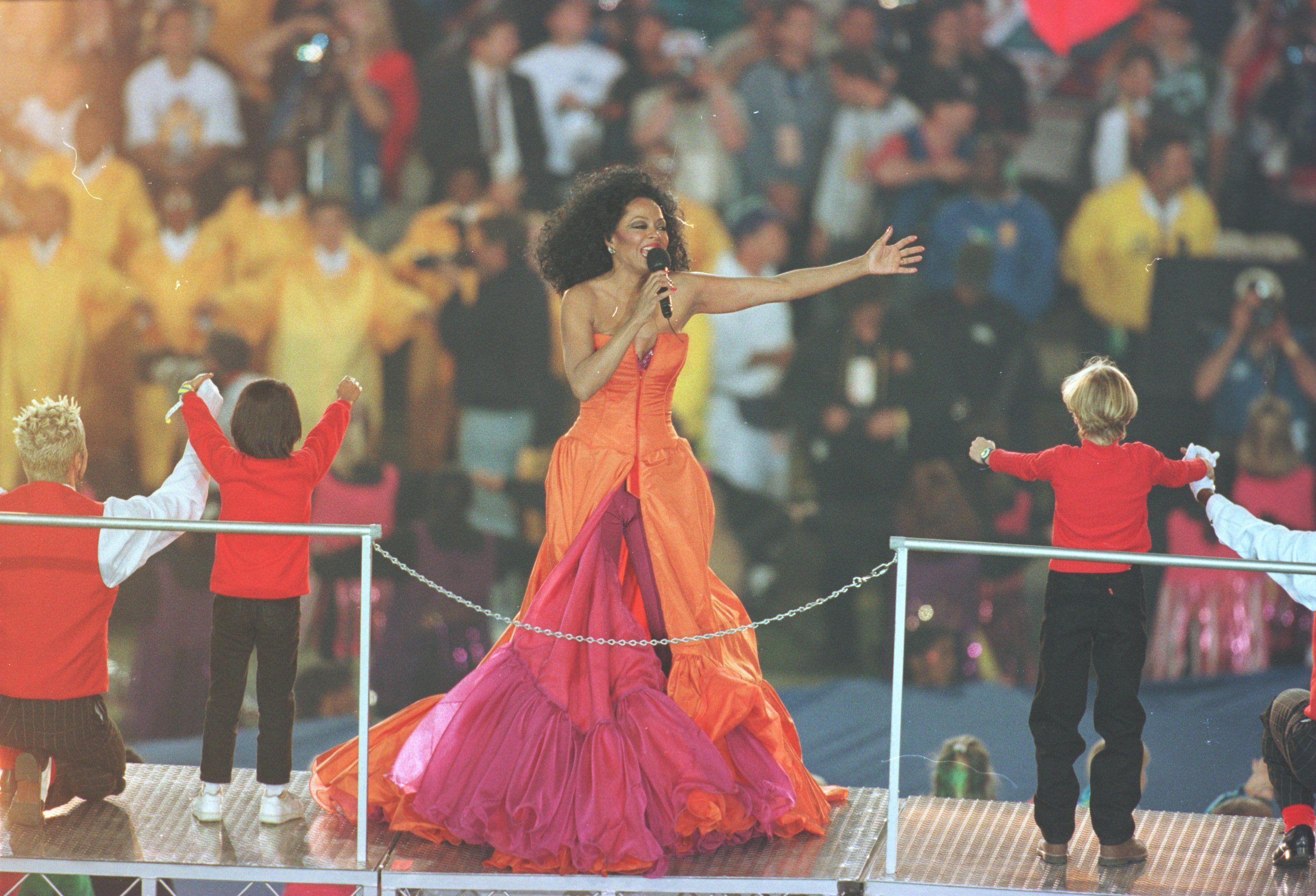 Super Bowl XXX: A Diva Delights the Crowd (1996)