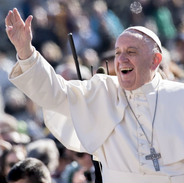 https://hips.hearstapps.com/hmg-prod.s3.amazonaws.com/images/pope-francis-waves-as-he-is-driven-through-the-crowd-in-st-news-photo-1574412925.jpg?crop=0.669xw:1.00xh;0.0653xw,0&resize=640:*