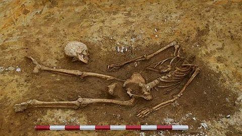 esqueleto decapitado