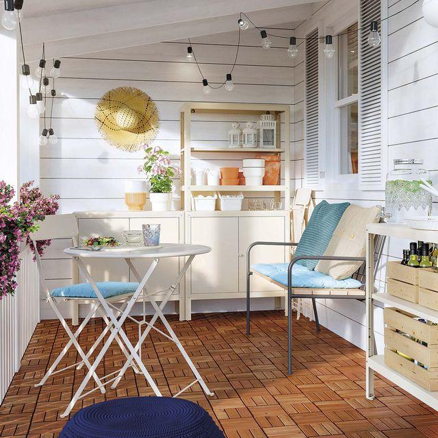 muebles de exterior terraza con armarios y pequeño comedor