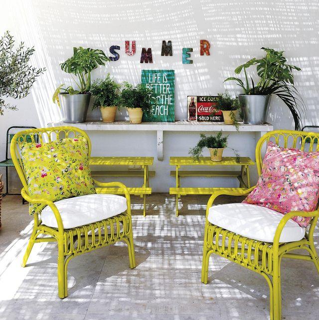 terrazas y jardines porche con butacas amarillas