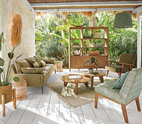 Porche con muebles de madera y fibra