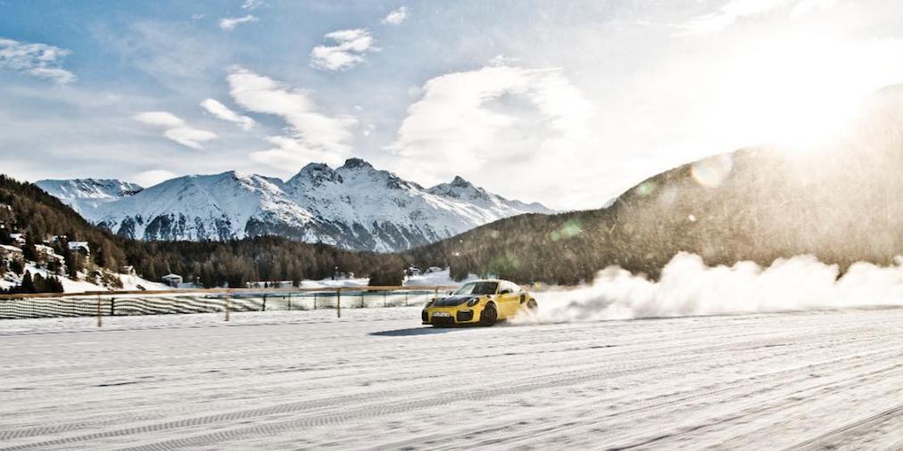 Porsche 911 snow