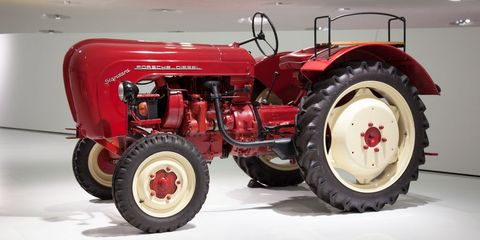 Land vehicle, Tractor, Vehicle, Motor vehicle, Agricultural machinery, Car, Automotive tire, Tire, Automotive wheel system, Rim,