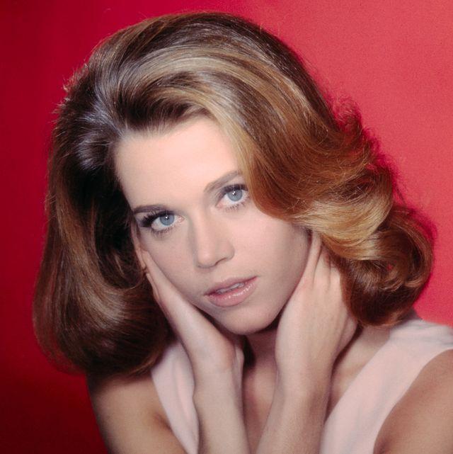 23 Iconic Jane Fonda Hairstyles Jane Fonda S Hair Evolution
