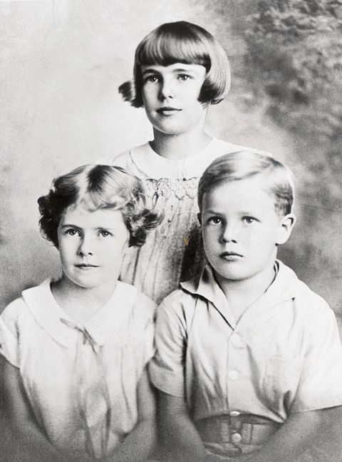 portrait of marlon brando and sisters