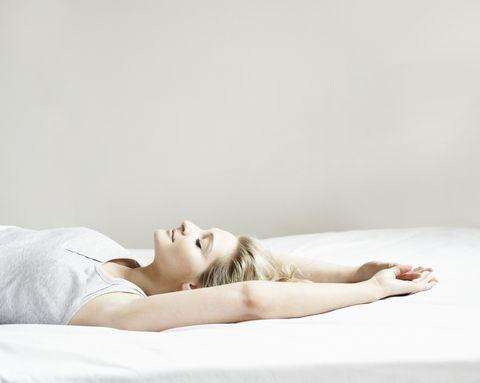 睡不好嗎?睡前按摩配合「美軍睡眠法」3分鐘立即入睡成功率高達96%