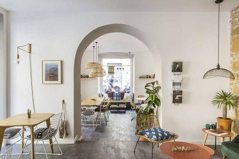 Room, Interior design, Property, Building, Furniture, Ceiling, Living room, House, Architecture, Floor,