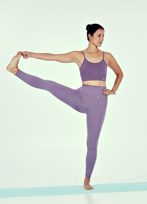 postura de yoga con xuan lan