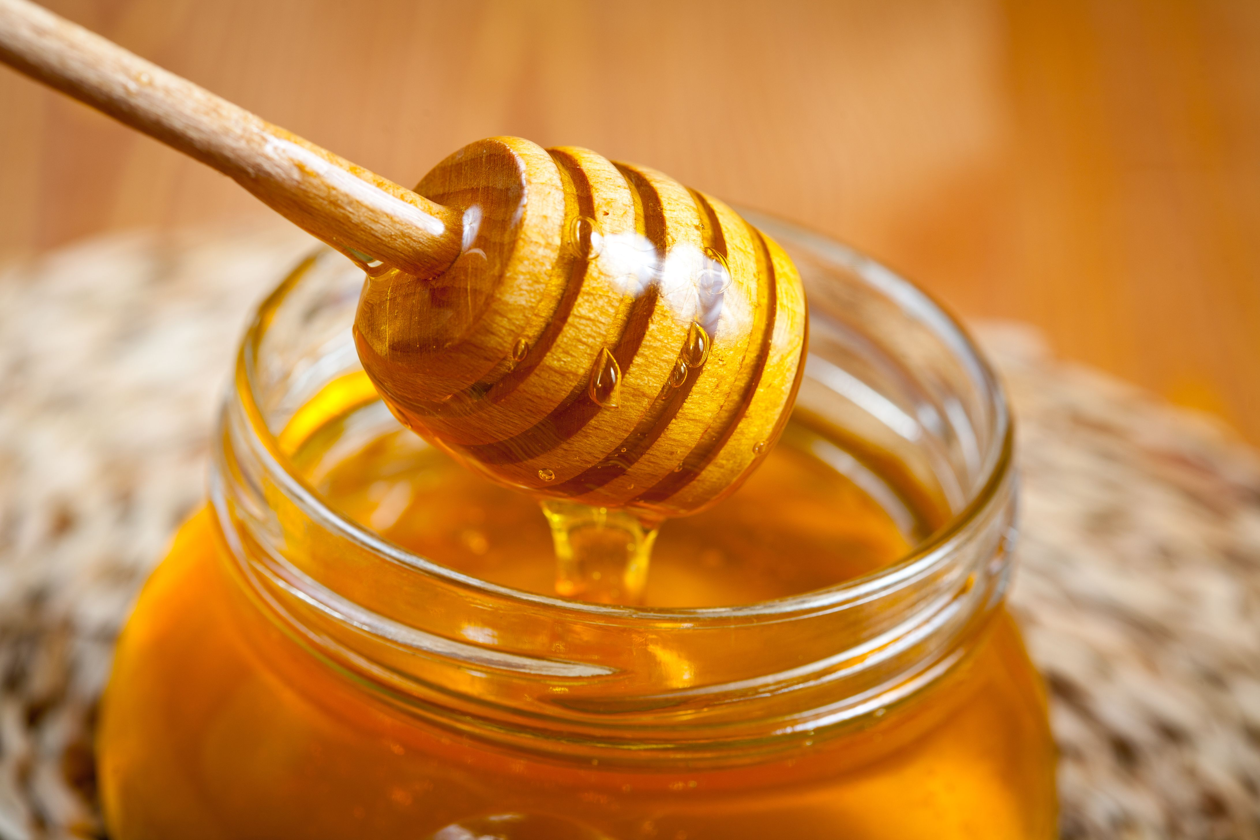 What Is Manuka Honey? – 6 Manuka Honey Benefits & Uses
