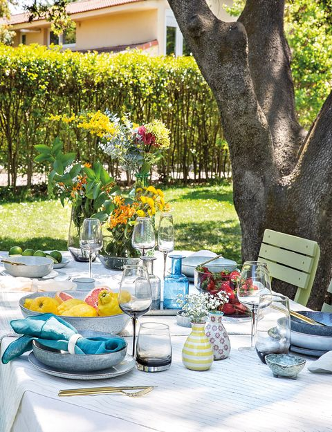 Yellow, Table, Tree, Brunch, Picnic, Summer, Furniture, Room, Meal, Recreation,