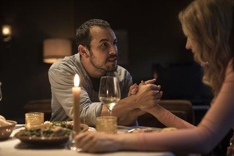 mario casas tiene una cena romántica con su novia