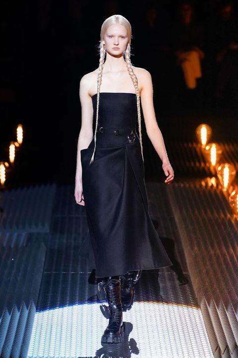 Fashion model, Fashion, Fashion show, Runway, Clothing, Dress, Haute couture, Fashion design, Gothic fashion, Event,