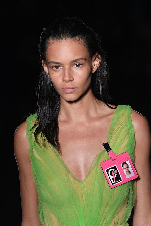 Hair, Green, Beauty, Hairstyle, Fashion, Model, Lip, Muscle, Black hair, Brown hair,