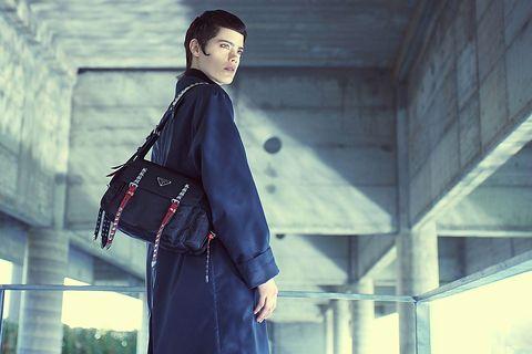 Street fashion, Fashion, Beauty, Standing, Outerwear, Eye, Human, Photography, Coat, Trench coat,
