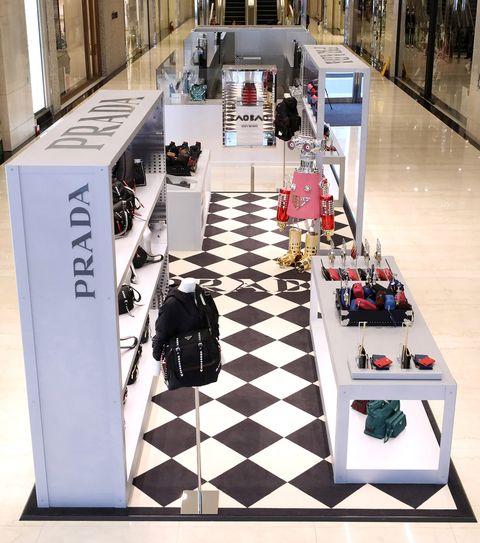 Floor, Flooring, Games, Architecture, Shopping mall, Interior design, Building, Table, Tile, Recreation,