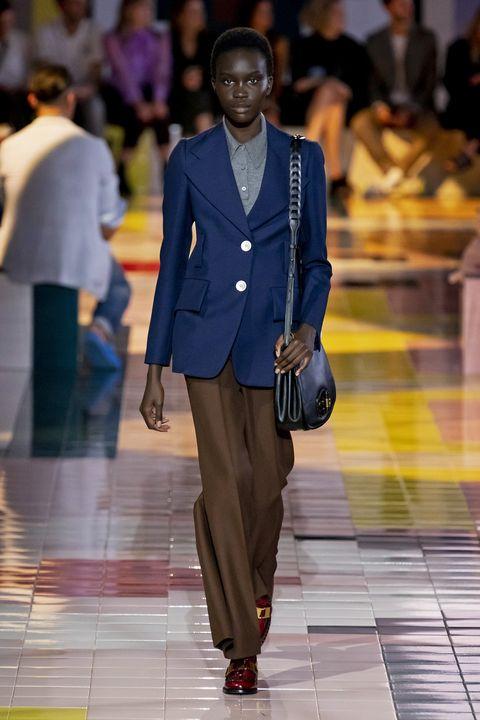 Fashion, Runway, Fashion show, Fashion model, Suit, Clothing, Blazer, Outerwear, Human, Event,
