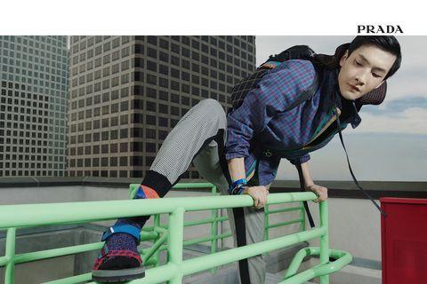 Human leg, Knee, Sock, Electric blue, Teal, Tower block, Sneakers, Outdoor shoe, Walking shoe, Plaid,
