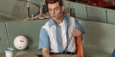 Arm, Mouth, Neck, Dress shirt, Sleeve, Shirt, Top, T-shirt,