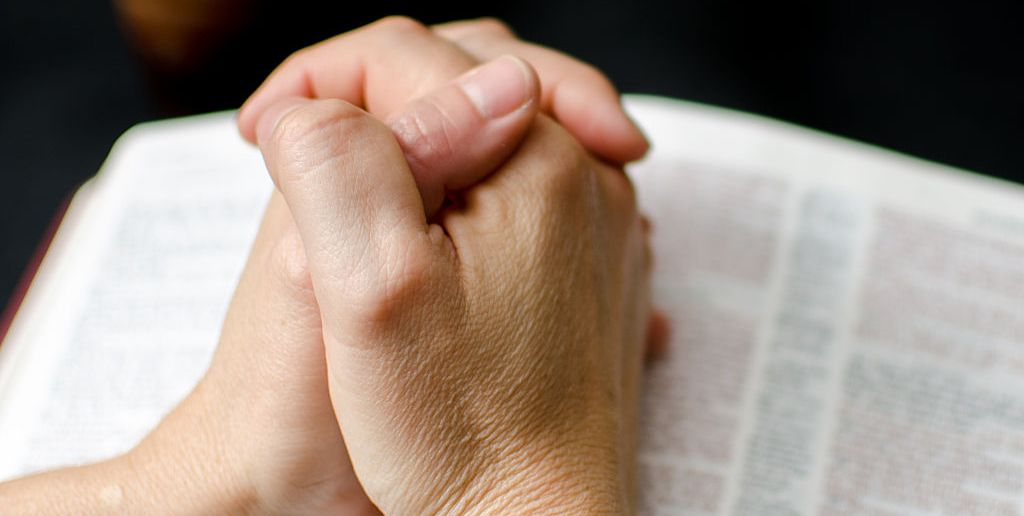 15 Prayers For the Sick to Make Them Strong in Their Fight