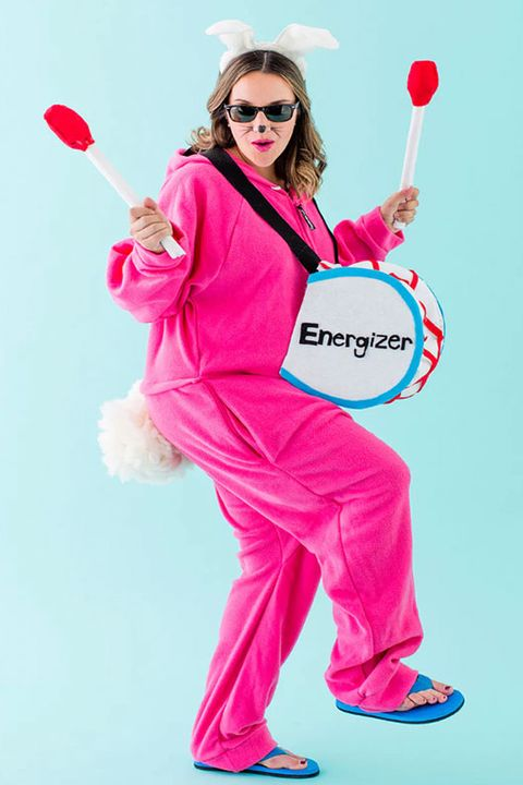 pregnant-couples-costumes-energizer-bunny