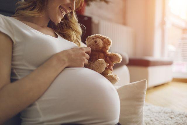 初産は28歳が「理想的」?イギリスの調査結果に女性たちが反発