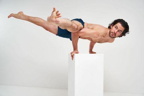 人気ヨガ インストラクター,初心者向け,が自宅でできる,ストレッチ,効果的,yoga,adam husler