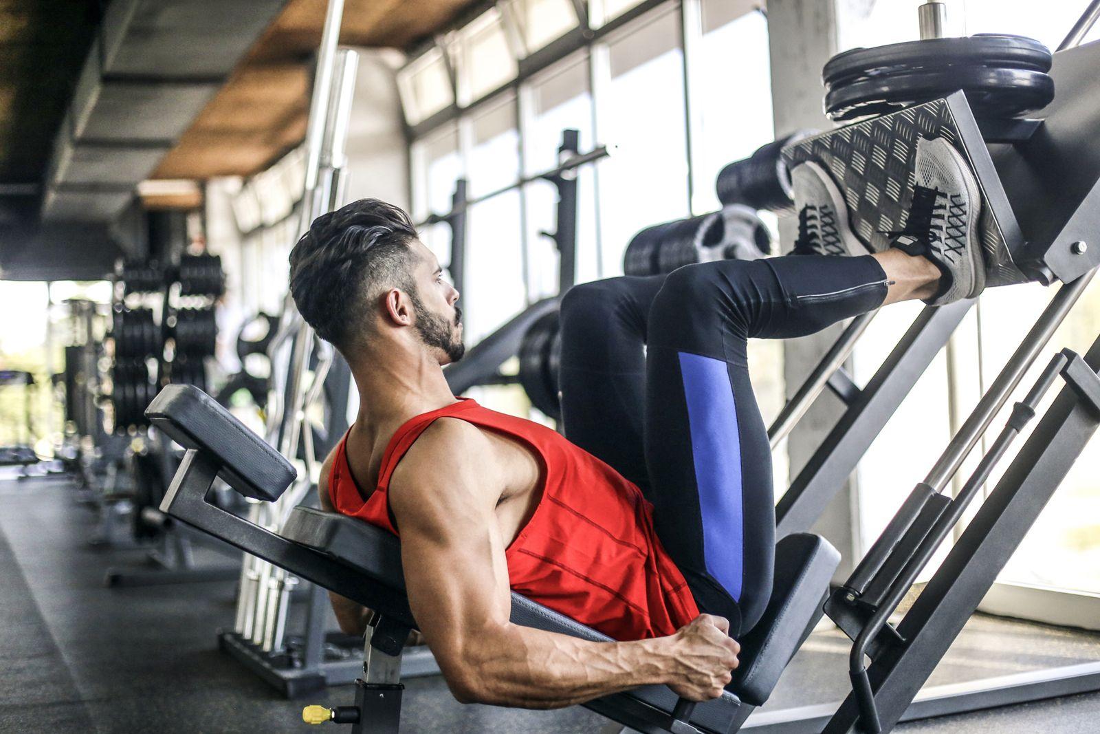 Maquinas gimnasio para fortalecer cuadriceps