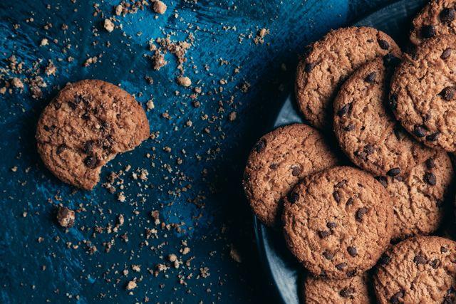 preparación de galletas de chispas de chocolate