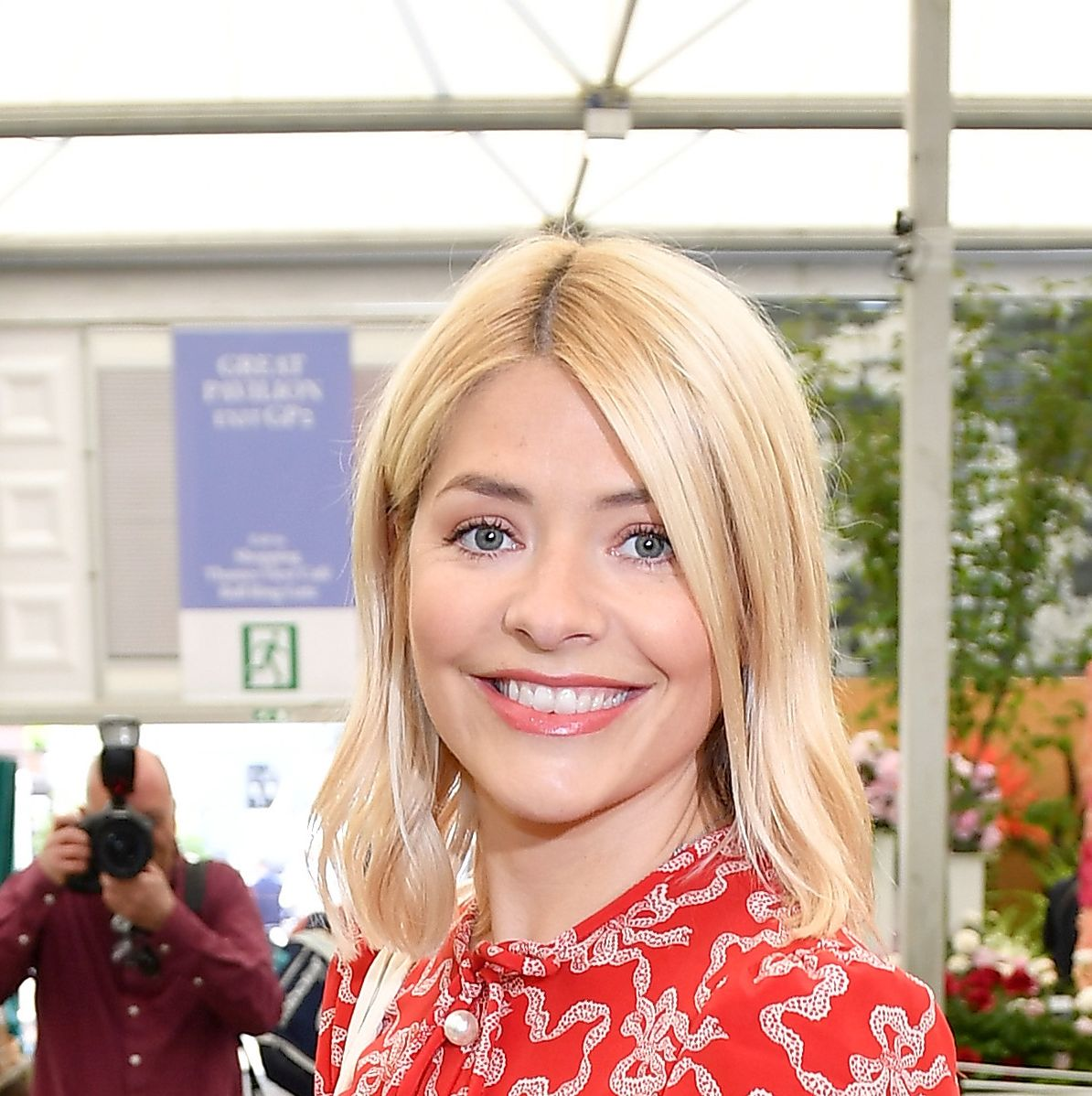 Holly Willoughby steps out wearing the top version of Meghan Markle's high street dress