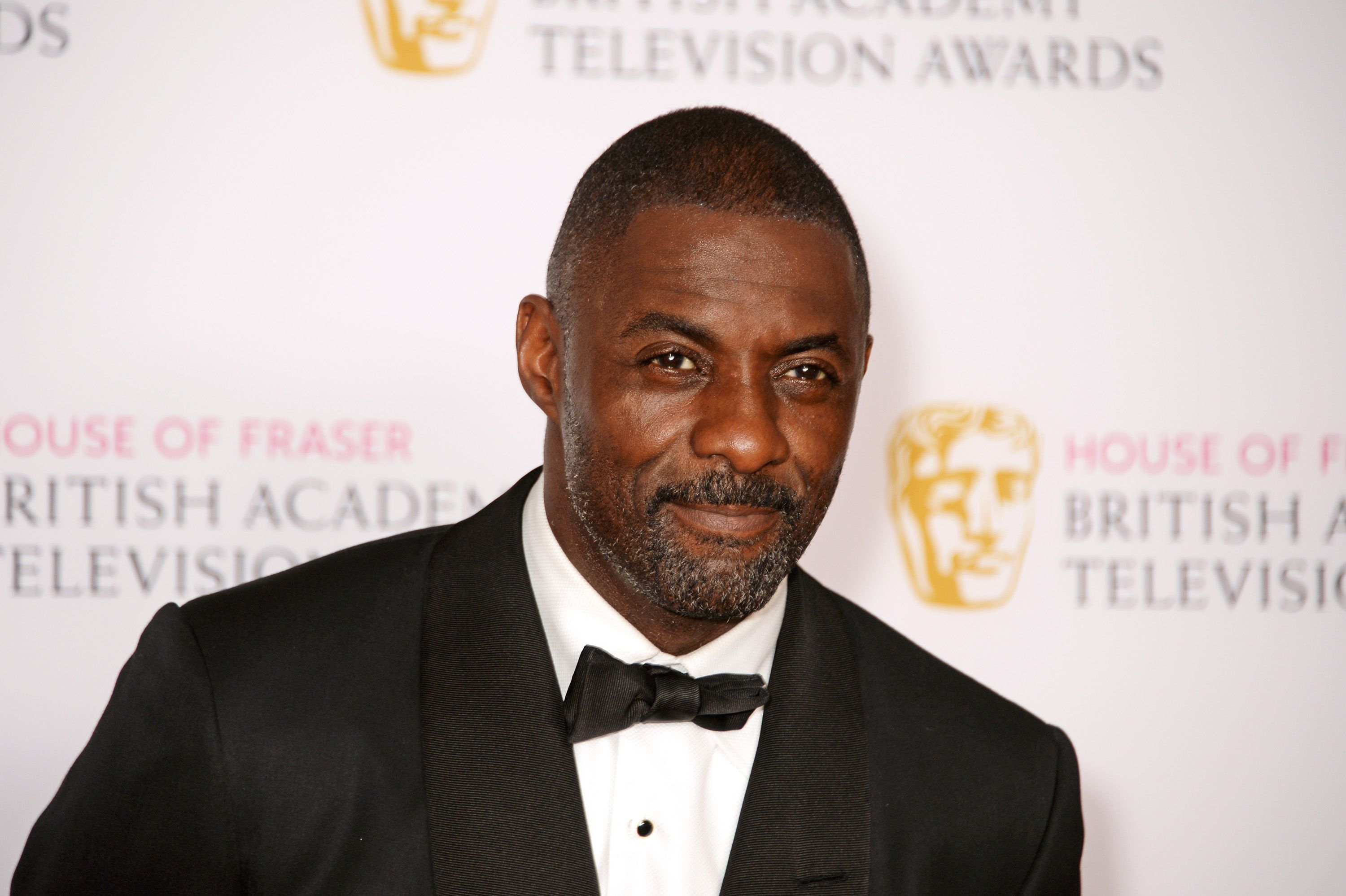 https://hips.hearstapps.com/hmg-prod.s3.amazonaws.com/images/presenter-idris-elba-poses-in-the-winners-room-at-the-house-news-photo-529207302-1552934261.jpg
