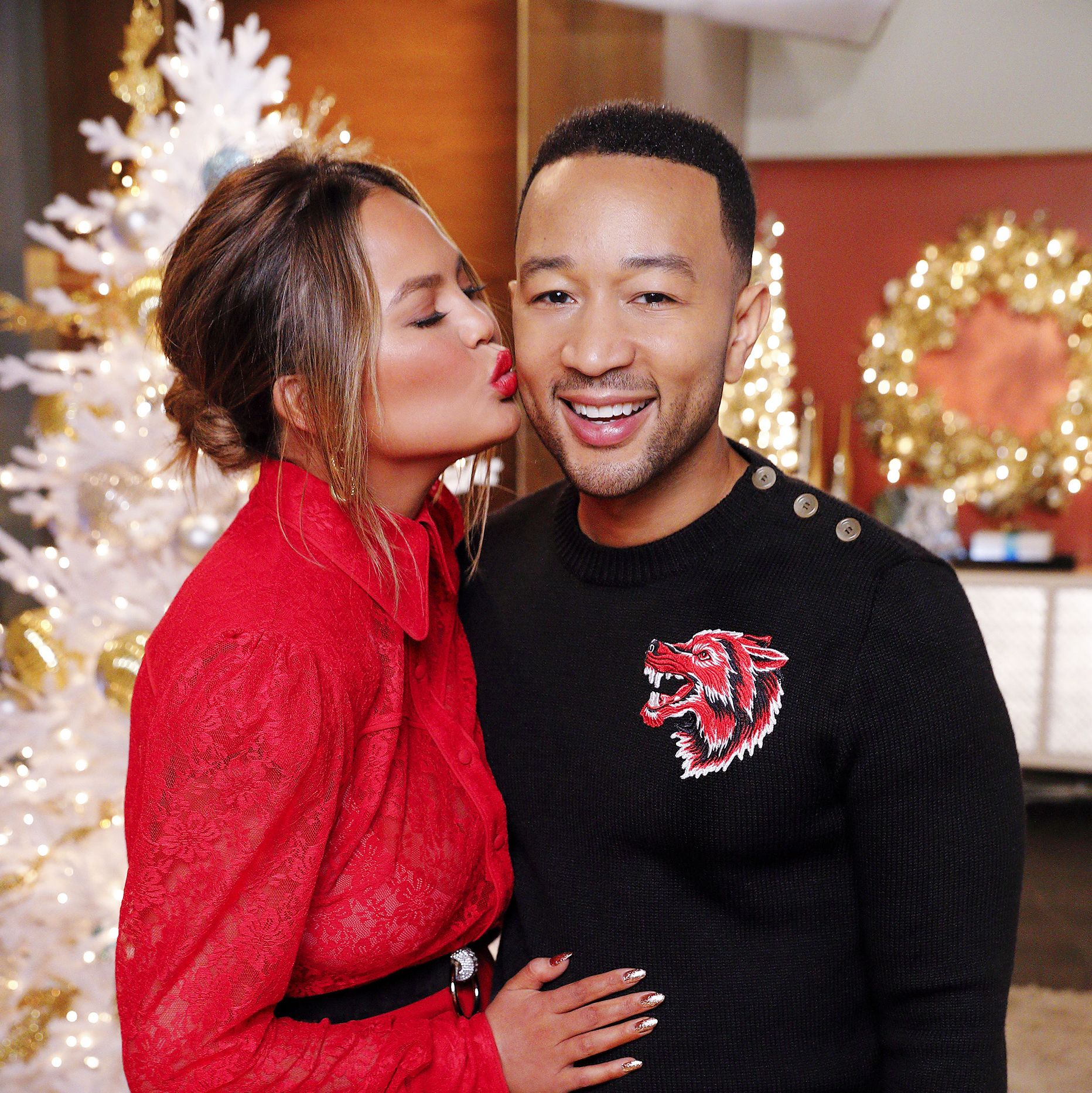 "John Legend & Chrissy Teigen Surprised Fans With Christmas Carols On NBC's ""A Legendary Christmas"""
