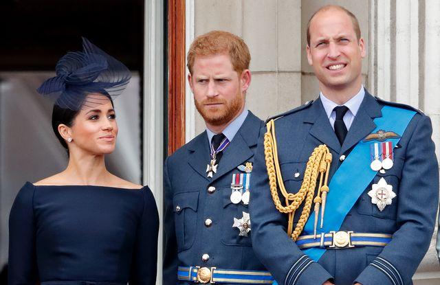 meghan markle, el príncipe harry y guillermo en una foto de archivo
