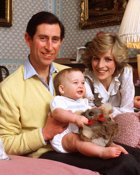 Wajah Pangeran William di foto ini rupanya juga disebut mirip dengan Pangeran Louis lho (dok. Harper's Bazaar)