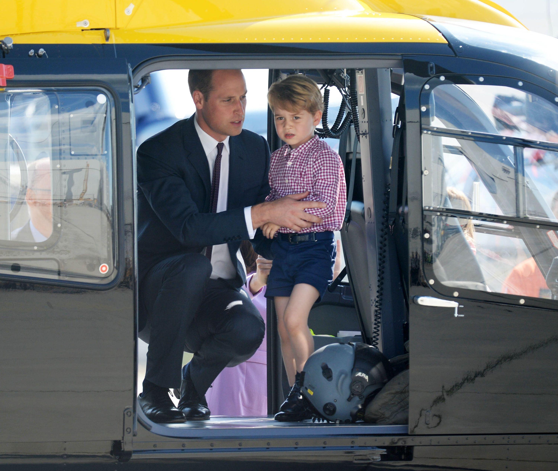 Il principe William è il re della palestra con le mamme della scuola di baby George