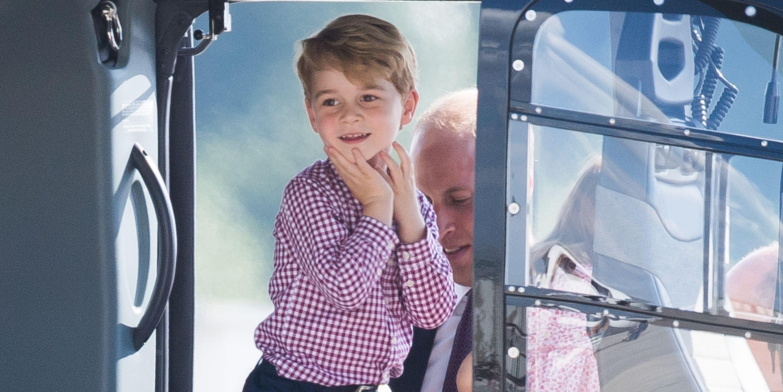 ケンブリッジ公爵ウィリアム王子とキャサリン妃のドイツ訪問3日目。ジョージ王子は、2017年7月21日にドイツのハンブルグでポーランドとドイツへの公式訪問の最終日にハンブルク空港から出発する前に、ヘリコプターに試乗させてもらいご機嫌。 (Samir Hussein / WireImageによる写真)