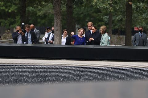 prince harry and meghan markle visit 9 11 memorial in nyc