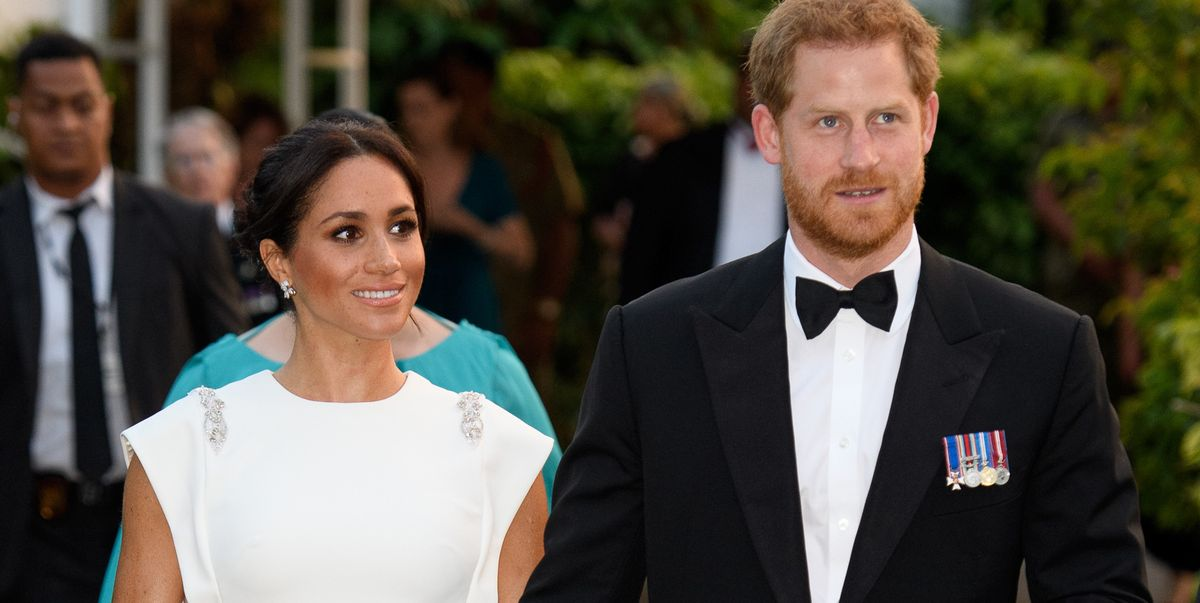 meghan markle wears princess diana s aquamarine ring and theia gown with prince harry to tonga reception meghan markle wears princess diana s