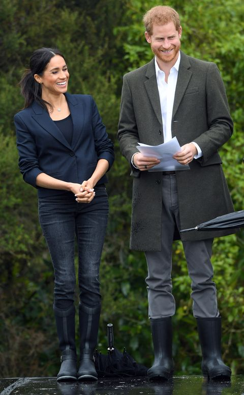 3319764de22 Meghan Markle Just Wore The Cutest Pair Of Rain Boots In New Zealand
