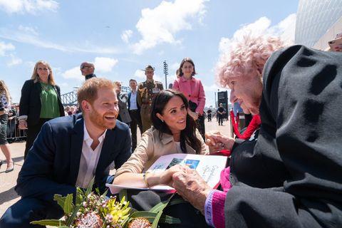 Pangeran Harry mengenalkan Meghan Markle kepada penggemar istimewanya itu (dok. Harper's Bazaar)