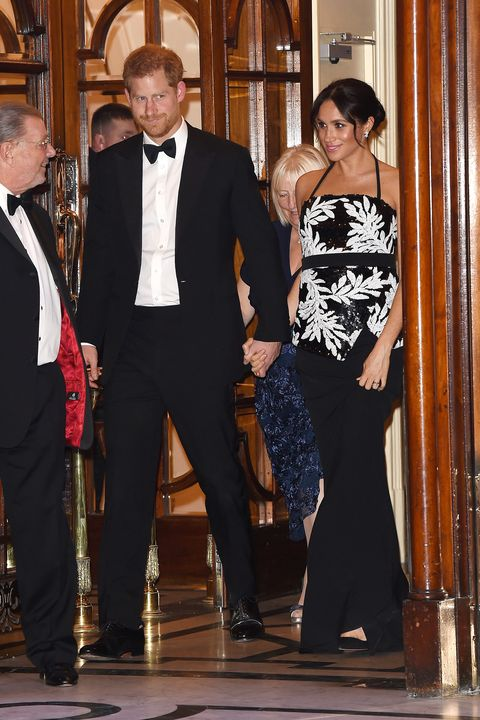 Pangeran Harry dan Meghan Markle dikabarkan tak bisa hadir di pernikahan Priyanka Chopra dan Nick Jonas nih Teens (dok. Harper's Bazaar)
