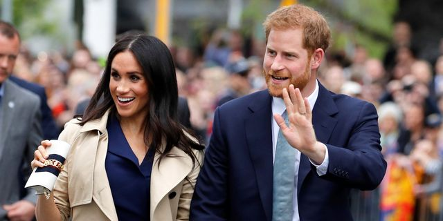 melbourne, australia   october 18 prince harry, duke of sussex and meghan, duchess of sussex wave to the crowd as they arrive at the royal botanic gardens on october 18, 2018 in melbourne, australia the duke and duchess of sussex are on their official 16 day autumn tour visiting cities in australia, fiji, tonga and new zealand photo by phil noble   poolgetty images