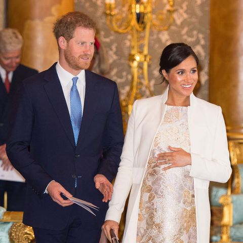 """Prince Harry and Meghan Markle make shock announcement to """"step back"""" from royal duties"""