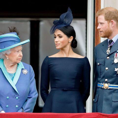 prince harry meghan markle take issue with queen s statement prince harry meghan markle take issue