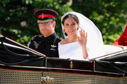 Bride, Motor vehicle, Vehicle, Ceremony, Wedding, Marriage, Classic, Event, Tradition, Luxury vehicle,