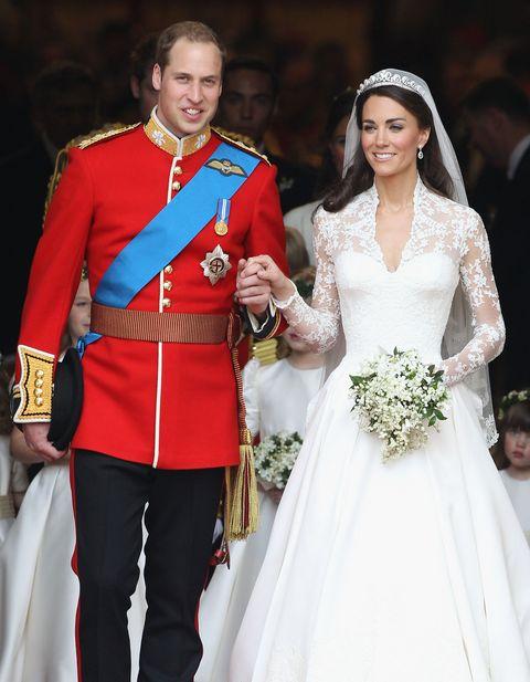 cortège de mariage royal au palais de buckingham et départs
