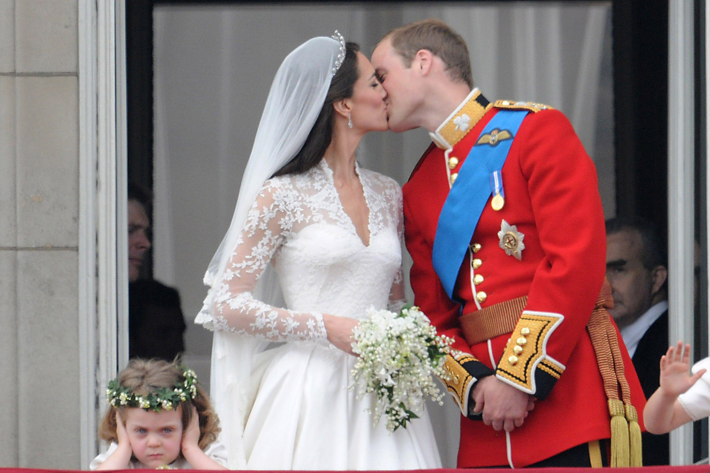 Картинки по запросу kate william wedding kiss